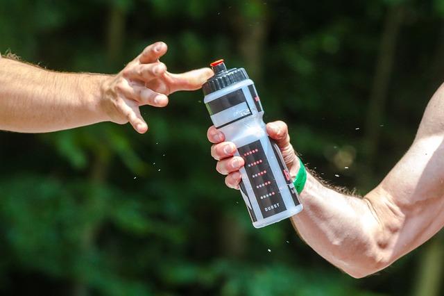 足 つった 水分補給